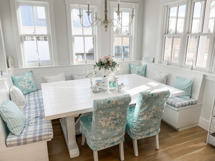 slipcovers on a dining room banquette