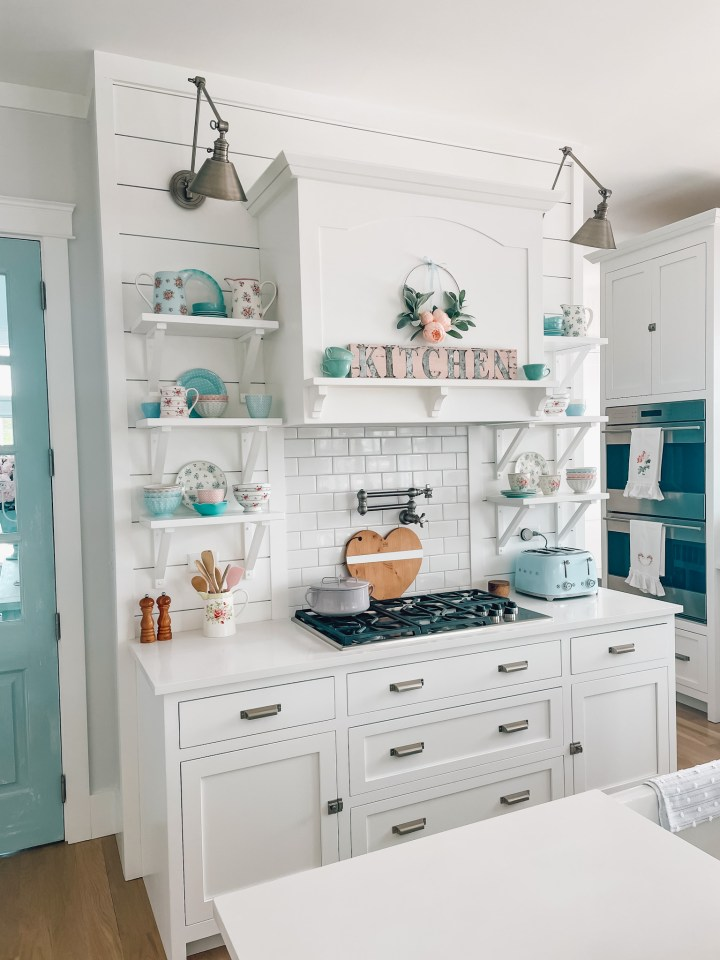 How to Choose Colors for Your Kitchen Cabinets