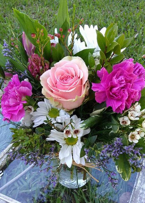 Hugs and Roses mason jar arrangement