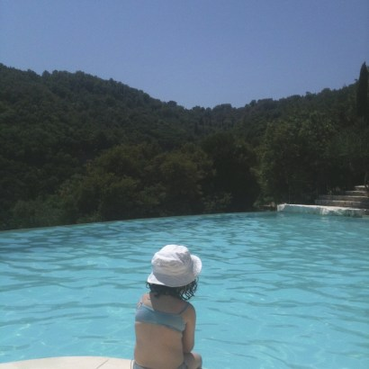"""""""How come you don't have anything about Greece ?"""" said one of my friends (who is half Greek !) yesterday. Ah, but that's because I haven't had yet time to publish this review of the Rou Estate, a wonderful rental place in the magnificent Corfu."""