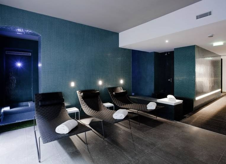 spotted c2 hotel in marseille from the poolside. Black Bedroom Furniture Sets. Home Design Ideas