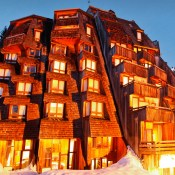 Nights are getting much shorter here in London, Christmas is around the corner and suddenly I find myself fancying a ski holiday ! So it's with interest that I received new photos of the soon to open Hotel des Dromonts in Avoriaz, France.