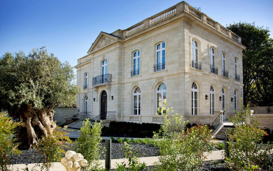 Bordeaux is an easy weekend escape from many European cities, especially for you my British readers.  Here are other options for sleeping, several of them recommended by my brother who lives there half of the week.