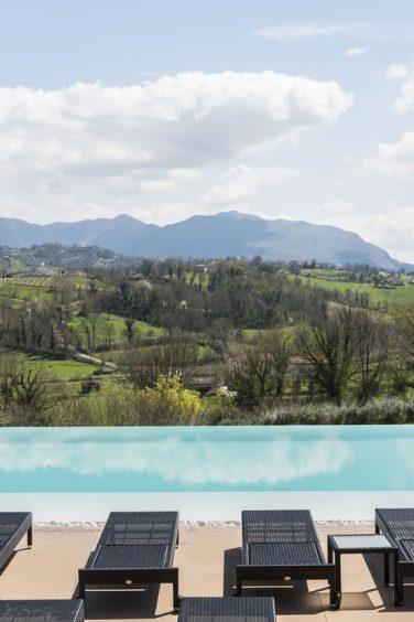 relais-chalons-orange-italy-pool-view