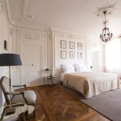 Hotel de la Villeon, Suite de la Déesse, Goddess suite, luxury boutique hotel, rhone, France.