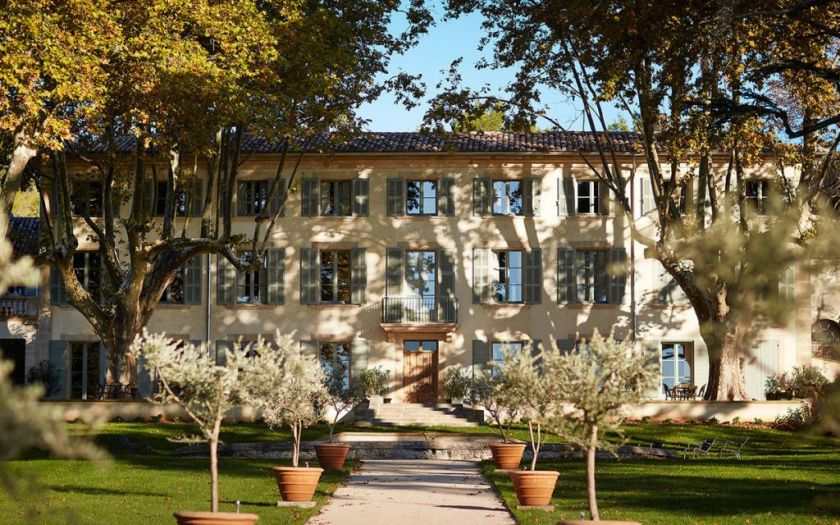 domaine de fontenille a new charming hotel in provence. Black Bedroom Furniture Sets. Home Design Ideas