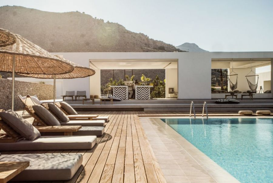 Casa Cook, one of the hotels with pool in greece to discover in this post