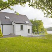 Given that we just came back from a week in a country estate in Suffolk, I have a particular interest for other nature escapes. Finn Lough, in Ireland, seems absolutely magical for that purpose.