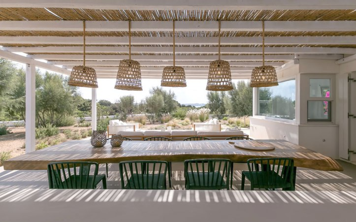 Seven Santo Marios, house to rent in Paros, Greece. Read the post for more stylish rentals in this wonderful country where I've been many times!