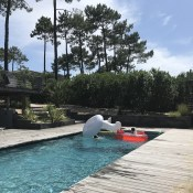 This year, we went back to Cap Ferret for our summer holiday. Mr Big was keen on renting a house with a pool again (despite it being quite rare and expensive there) and we really struck gold with Villa Mogador.