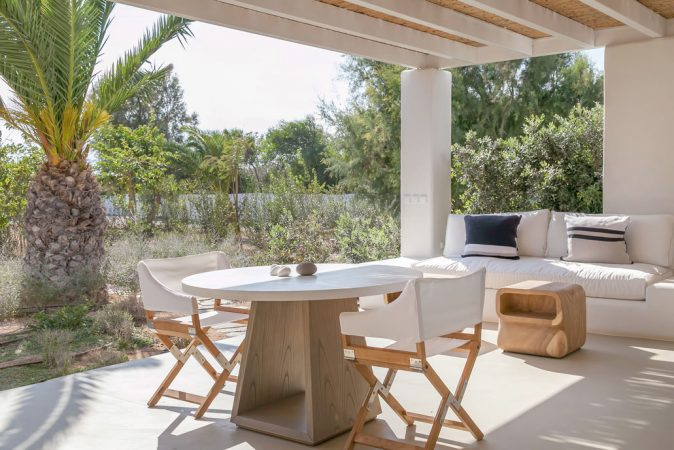 Seven Santa Maria one of the many greek boutique hotels close to a beach that you can read about in this post. #greece #greecehotel #beachhotel #hotelwithpool #paros #boutiquehotel