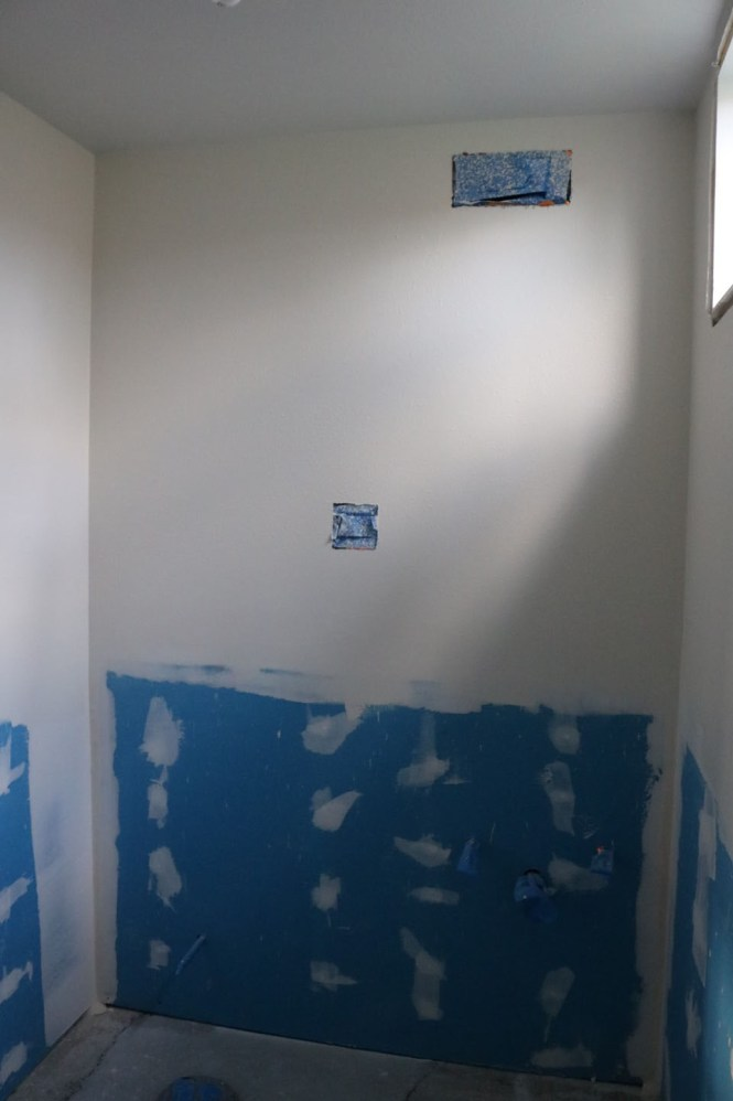 Bathroom walls behr swiss coffee paint