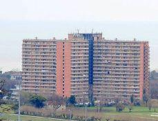L'Hotel House oggi. 480 appartamenti per 3 mila persone di 33 etnie. Una polveriera e un laboratorio sociale.