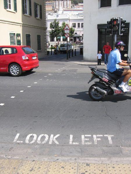 450px-gibraltar-lookleft-right-hand_traffic