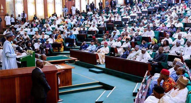 2019 budget: Rowdy session as Buhari addresses National Assembly