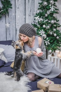 The holidays can be pretty hectic for us, but don't forget about Fido! Follow these tips below on keeping your dog calm when guest arrive for the holidays.