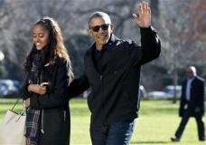 President Barack Obama waves as he walks with his daughter Malia Obama across the South Lawn on return to the White House in Washington, Sunday, Jan. 3, 2016, after their family vacation in Hawaii. (AP Photo/Jacquelyn Martin)