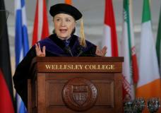 Former U.S. Secretary of State Hillary Clinton delivers the Commencement Address at Wellesley College in Wellesley, Massachusetts, U.S., May 26, 2017.   REUTERS/Brian Snyder
