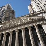 Tech Stocks Lead U.S. Indexes Higher; Hospitals, Insurers Sink