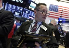 Trader Edward Curran works on the floor of the New York Stock Exchange, Thursday, Nov. 16, 2017. U.S. stocks moved higher in early trading Thursday, led by big gains in technology companies. (AP Photo/Richard Drew)