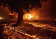 Flames consume a Kentucky Fried Chicken as the Camp Fire tears through Paradise. (AP Photo/Noah Berger)