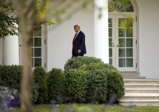resident Donald Trump walks to the Oval Office of the White House in Washington, Thursday, Sept. 26, 2019, as he returns from attending the United Nations General Assembly in New York. (AP Photo/Carolyn Kaster)