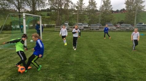 Tøffe dueller, men også mye lek og moro med fotball