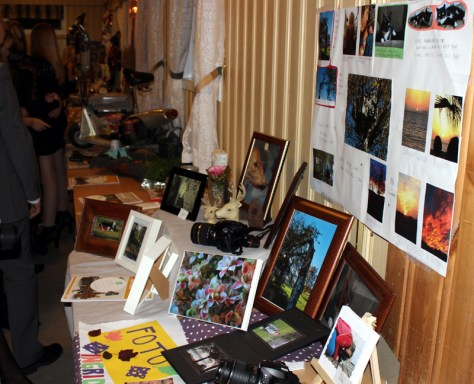 Flotte utstillinger på Folkheim viser litt av hva medlemmene i klubben har arbeidet med siste år.