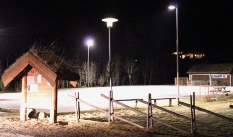Fotballbane på sommeren - isbane på vinteren