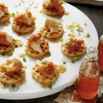 mini-chicken-and-waffles-party-foods-appetizers-mini-bites #partyfood #chickenandwafflesrecipe #weddingfood