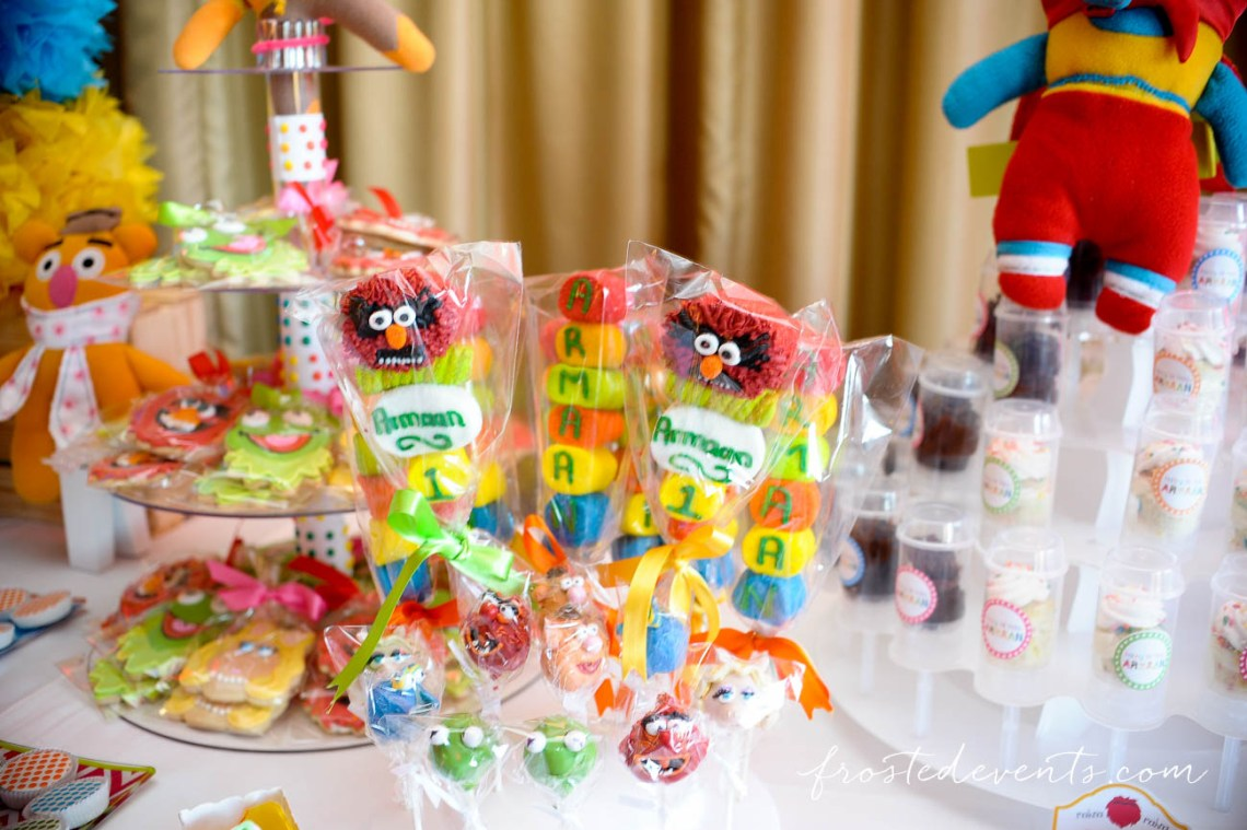 Muppets TV Show- The Muppets Show- Muppets Party Birthday- Muppet marshmallow pops, candy #muppets , candy and dessert table