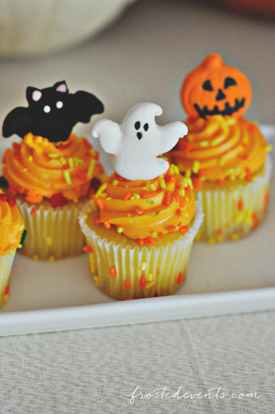 Halloween Party for Kids - Pumpkin Party ideas, halloween party treats, halloween desserts and more fun Halloween ideas via mom blogger Misty Nelson @frostedevents Halloween cupcakes