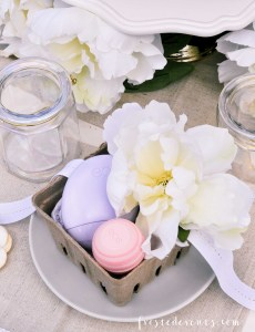 Mother's Day Gift Ideas + Pretty Floral Party Tablescape via Misty Nelson @frostedevents frostedmoms.com
