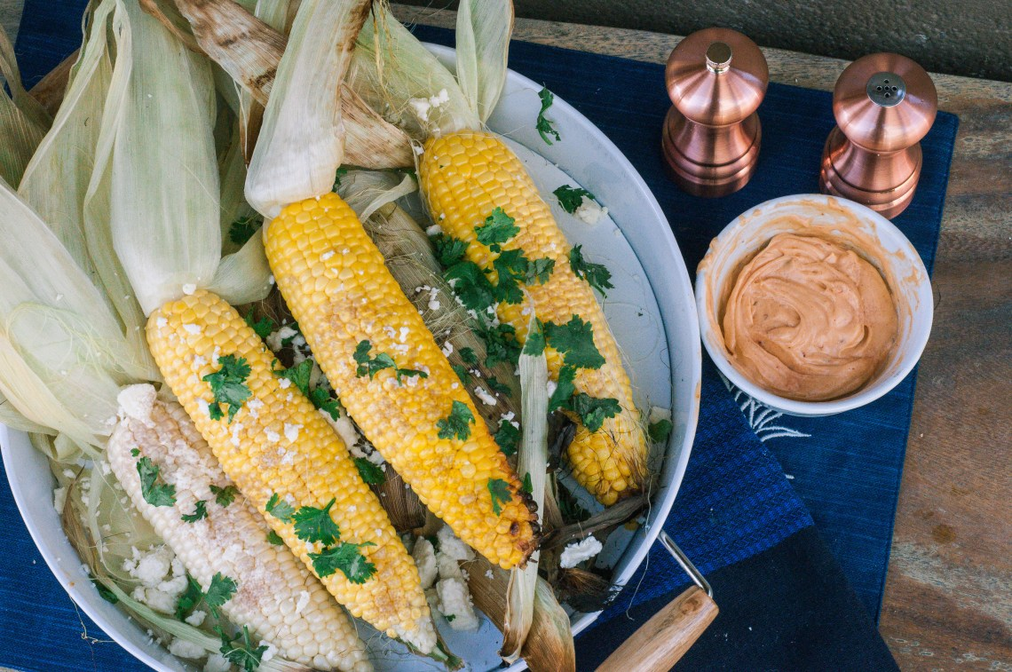 Summer Grilling Recipes - Grilled Corn with Chipotle Butter recipe by Pints & Plates featured on frostedevents -- Mexican Street Corn Grilled Corn on the Cob