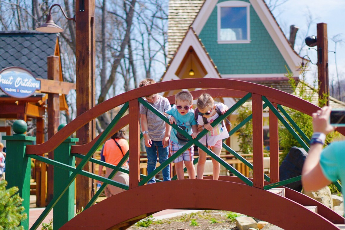 Gatlinburg TN - Visit Tennessee - Fun Things to Do in Gatlinburg, TN With Kids - Gatlinburg attractions and family friendly places via Misty Nelson travel blogger, family travel blog @frostedevents