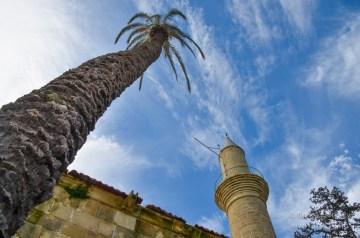 Larnacai torony