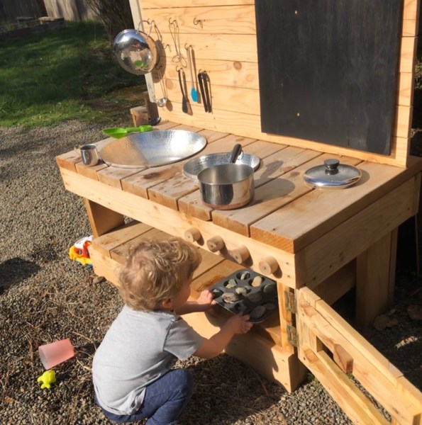 Mud pie kitchen sunshine, oven playing outside in backyard