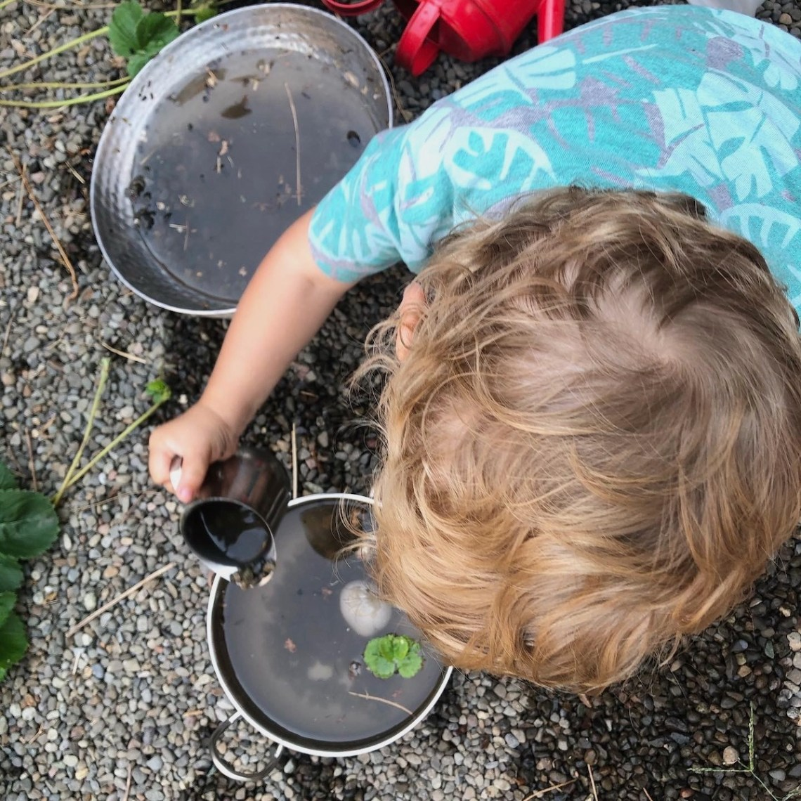 mud kitchen play ideas - pouring, leaves, rocks