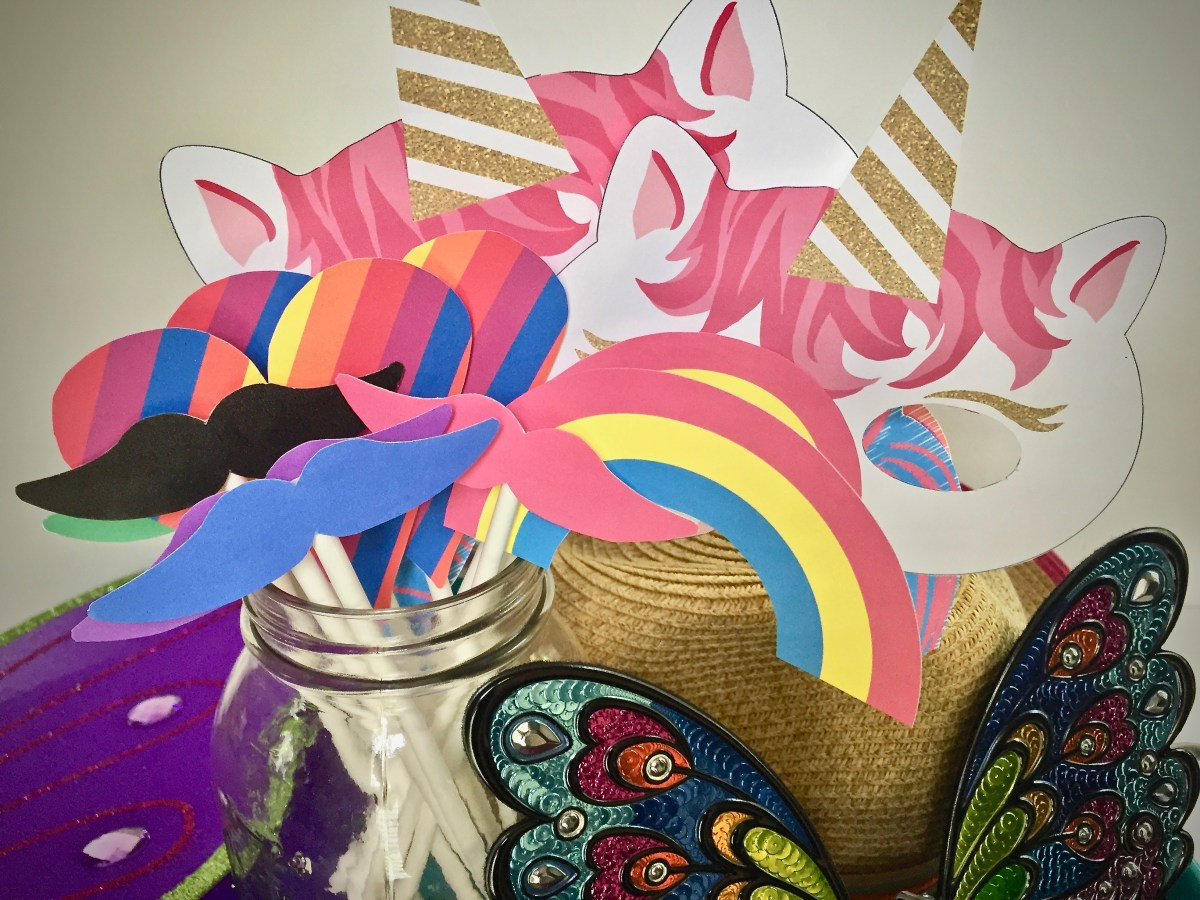 DIY Unicorn Party Photo Wall - With Printable Props
