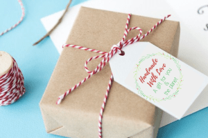 "Gift tag that reads, ""Homemade With Love, A Gift For You & The Planet"" - 5 Ways To Give Eco-Friendly Holiday Gifts With Printable Card & Gift Tags"