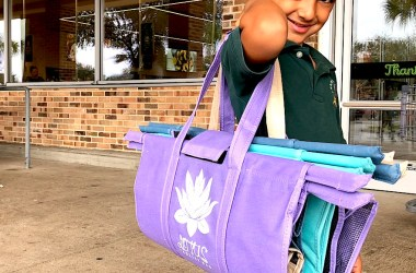 Tips for easy trips to the grocery store with kids! Lotus Trolley Bag is definitely our favorite way to grocery shop! #lotustrolleybag #gogreen #noplastic #plasticfree #shoppingwithkids #pareningtips #parenting #mommyblog #familylifestyle