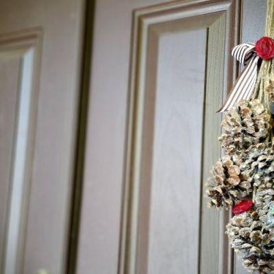 Easy Pine Cone Door Hangers - Frugal Fall Craft Idea | Frugal Fun Mom