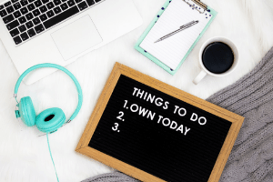 How To Stay Motivated With Your Side Gig | Frugal Fun Mom.  Are you frustrated and ready to give up your side gig, wondering if you will ever make extra money? Here are 5 ways to stay motivated with your side gig!