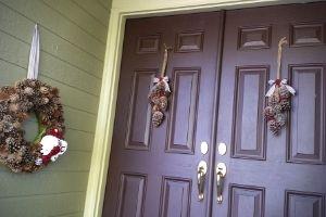 Easy Pine Cone Door Hangers   Frugal Fun Mom