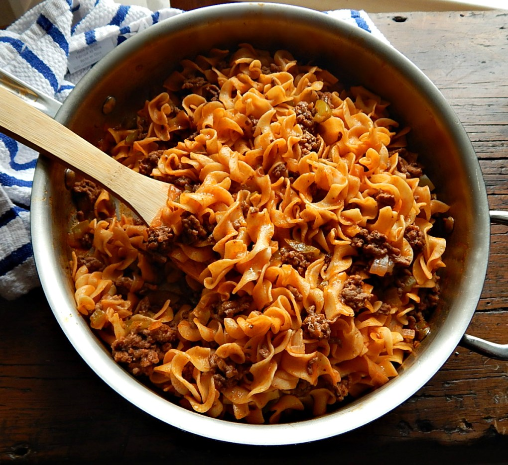 Vera Hinman's Noodle Dish, simple & quick ground beef & noodles