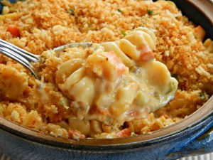 Cheesy Chicken (or Turkey) Casserole http://frugalhausfrau.com/2011/11/14/cheesy-chicken-or-turkey-noodle-casserole/