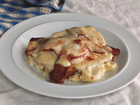Light Hot Brown Sandwiches, with Buffet Style Oven Baked Bacon
