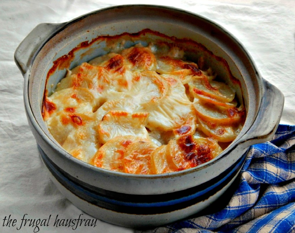 Scalloped Potatoes - Old fashioned 1950's Betty Crocker version