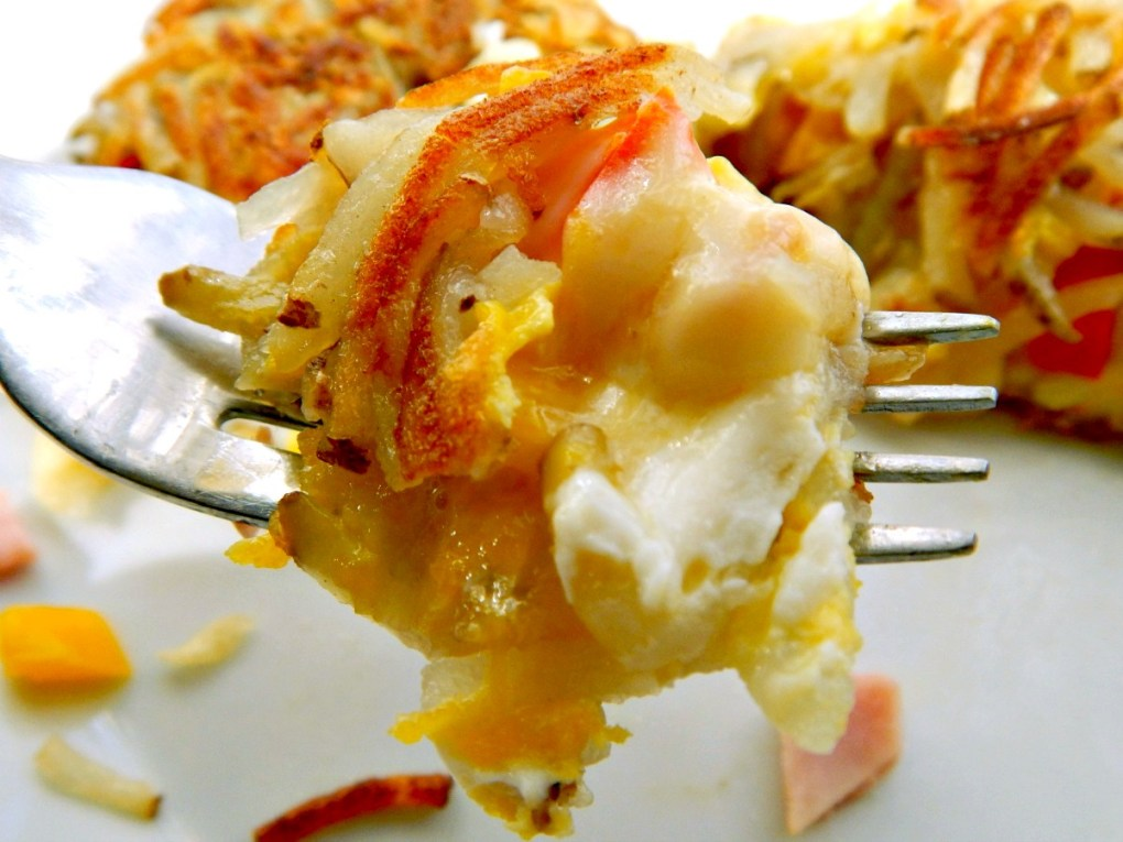 Hashbrown Omelette - Crispy Crunchy Hashbrowns surround Cheesy deliciousness!
