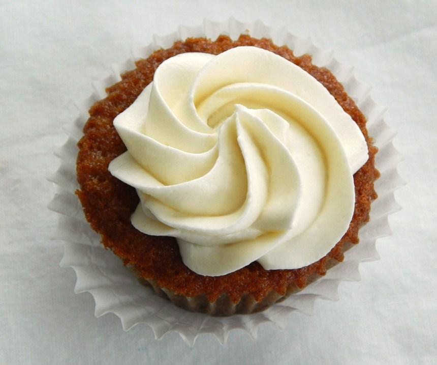 applesauce cupcakes with Ermine Buttercream